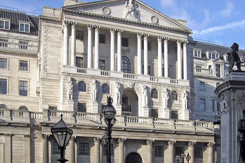 Bank Anglii ustali stopy procentowe wspierając się Twitterem i Facebookiem