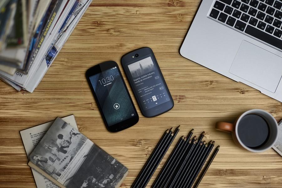 [IP]: Yotaphone 2 – smartfon z dwoma ekranami