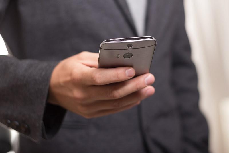 [IP]: Użytkownicy smartfonów wybierają SMS-y
