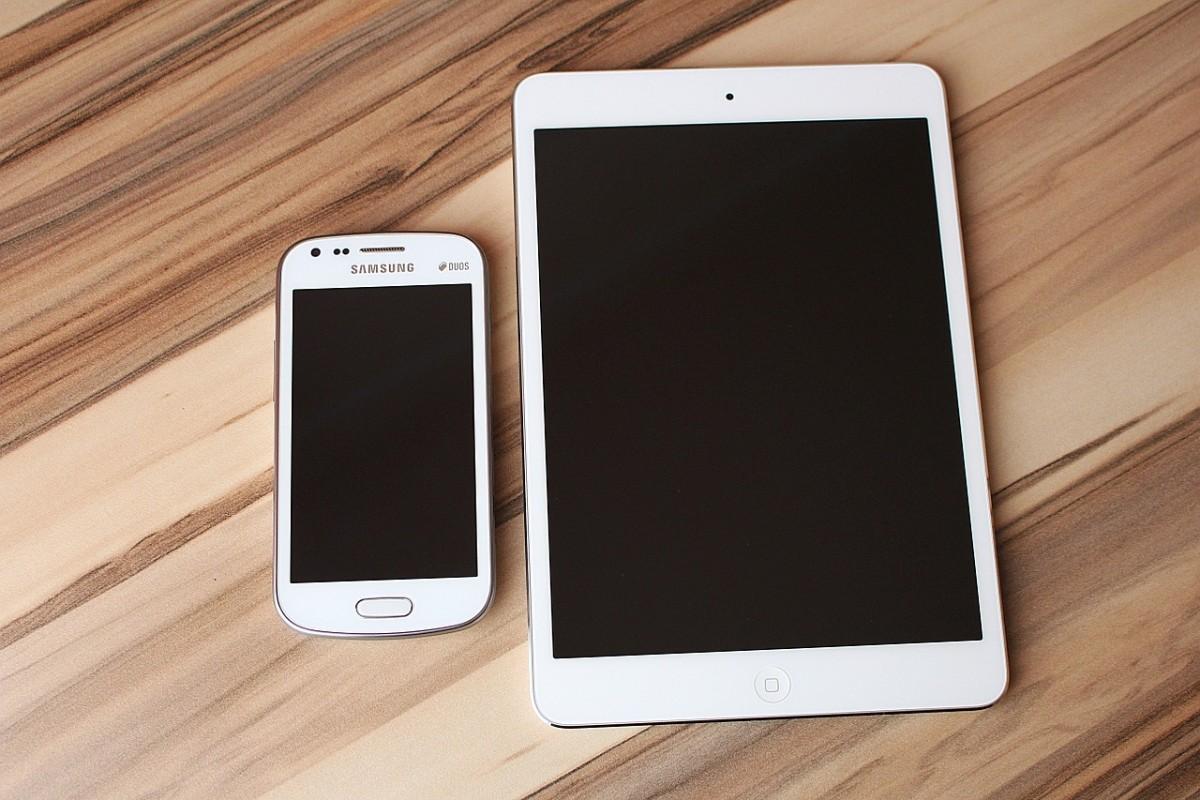 Mobilnie, wygodnie i nowocześnie – o wyborze przenośnych urządzeń cyfrowych. Poradnik dla początkujących
