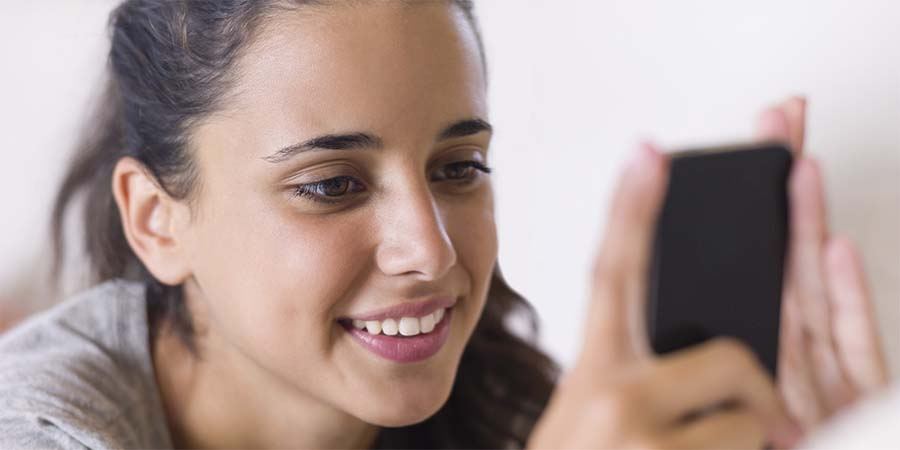 Kobiety częściej niż mężczyźni grają w gry mobilne