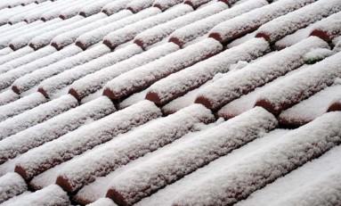 Odśnieżanie dachu - jak zapewnić bezpieczeństwo?