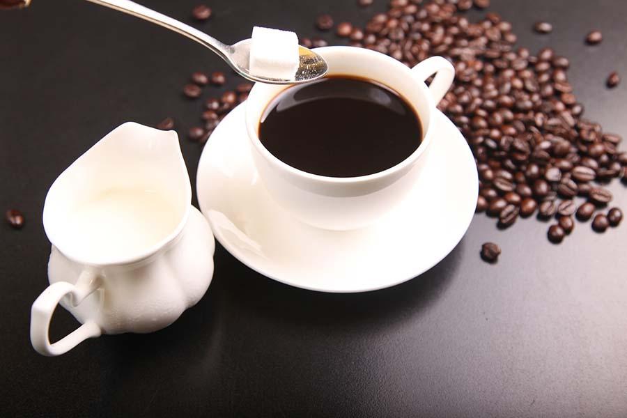 Na co zwrócić uwagę wybierając kawę do ekspresu ? Praktyczny poradnik