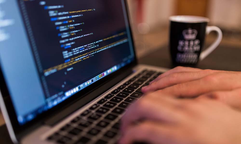 Jak zabezpieczyć firmowe dane przed kradzieżą?