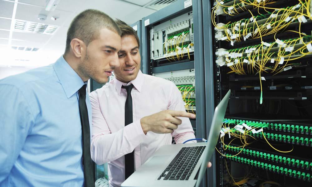 Płace w sektorze IT nadal rosną. Programista zawodem przyszłości