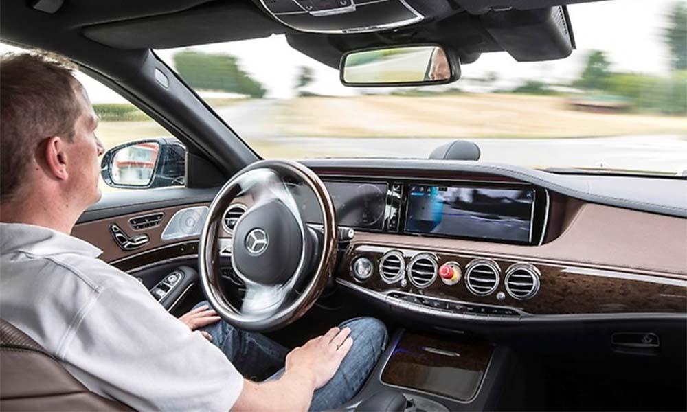 Uber otwiera swoją sieć na samochody jeżdżące bez kierowców, począwszy od Daimlera