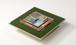 Mała, płynna bateria zasila chipy, jednocześnie je schładzając
