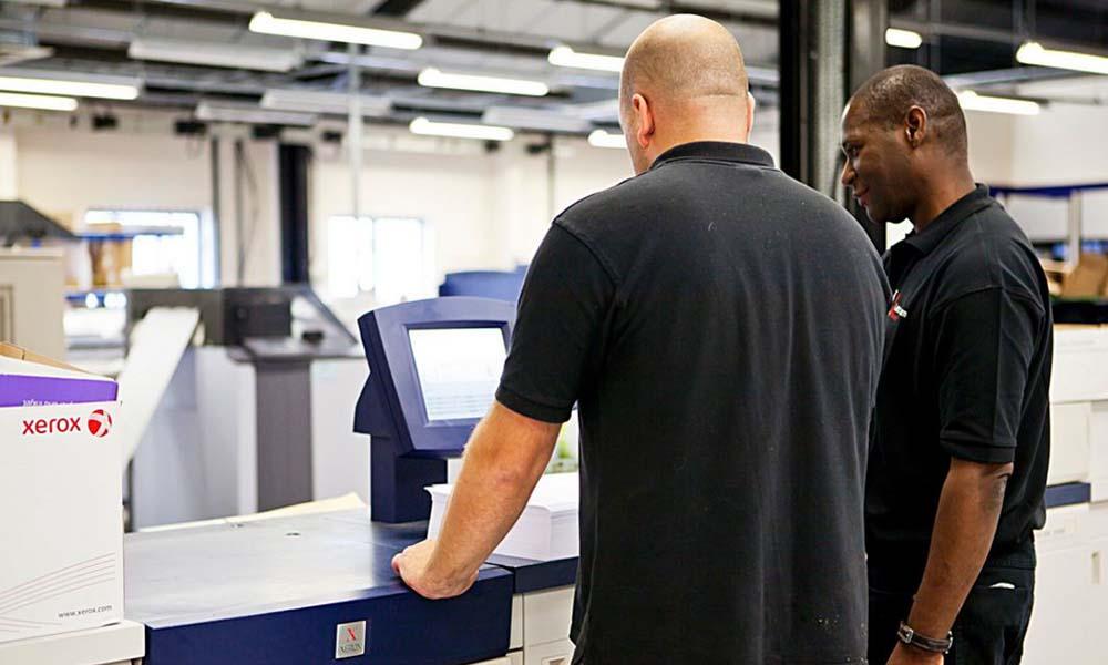 Dylematy przedsiębiorcy – drukować na zwykłym czy firmowym papierze?