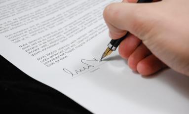 Kredyt samochodowy – na co zwrócić uwagę, podpisując umowę?