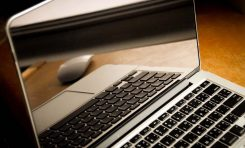 Przekątna ekranu laptopa – jaką wybrać?