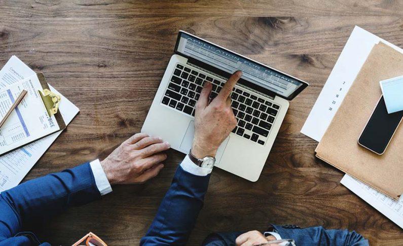 Tanie laptopy poleasingowe – czym się charakteryzują i co je różni od nowego sprzętu z marketu?