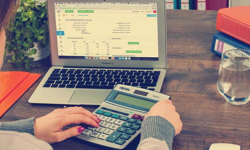 Księgowość online czy księgowość tradycyjna? Sprawdź, które rozwiązanie bardziej pasuje do charakteru Twojej firmy