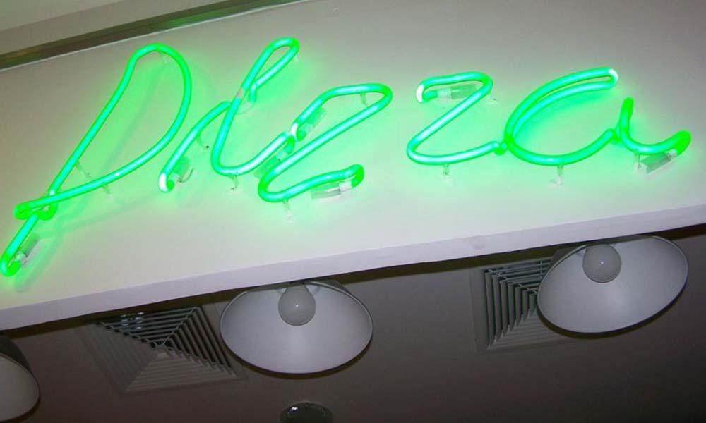 Renesans neonów reklamowych