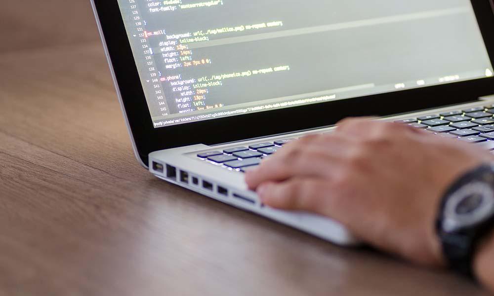 Najbardziej opłacalne języki programowania – które są najbardziej pożądane na rynku?