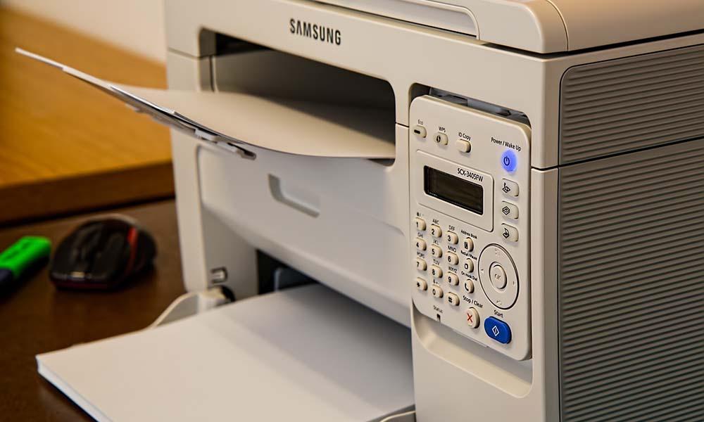 Oryginalny tusz i toner do drukarki a zamiennik – co warto wybrać?