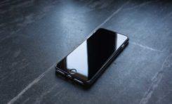 Ochrona ekranu iPhone SE 2020 - szkło hartowane czy folia?