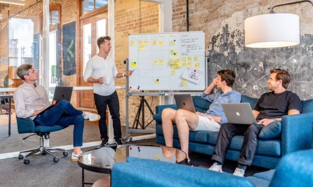 Czym zajmują się konsultanci IT i dlaczego warto ich zatrudnić?
